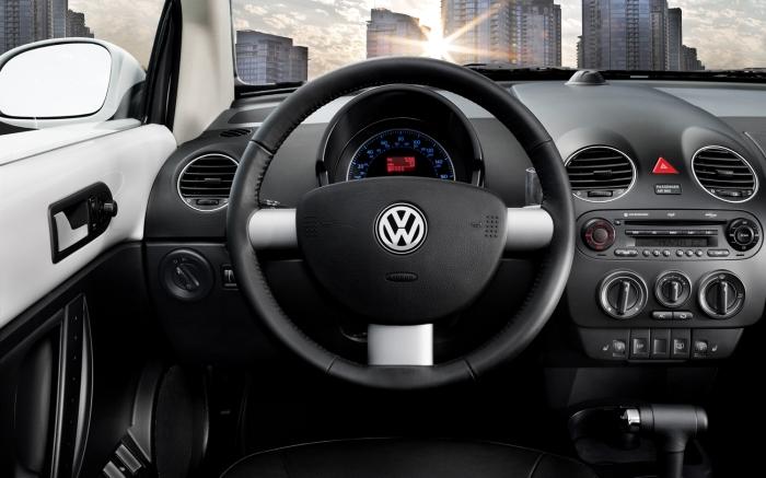 2010-Volkswagen-New-Beetle-interior