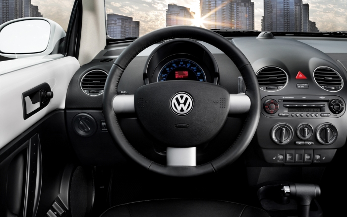 2010-Volkswagen-New-Beetle-interior