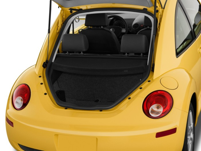 2010-volkswagen-new-beetle-trunk_