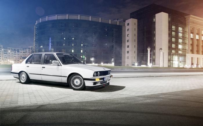 387208_BMW_3_2048x1279_(www.GdeFon.ru)