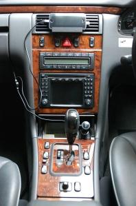 w210 グローブボックス 電源 増設 iphone 充電
