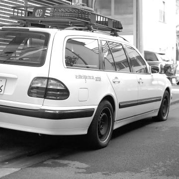 mercedes benz w210 メルセデスベンツ Eクラス ホワイトリボンタイヤ ルーフ カーゴ バスケット アウトドア キャンプ 車中泊