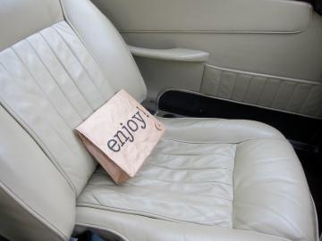 aston martin DB5 アストンマーチン 車検証入れ オシャレ